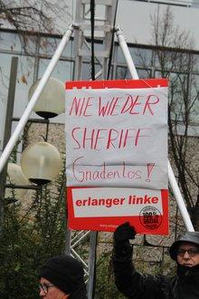 Die Würde des Menschen ist unantastbar - muss für alle gelten, doofes Plakat von Stadtrat Pöhlmann