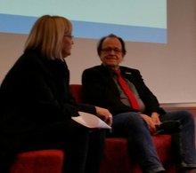 Bundesvorstandsmitglied Wolfgang Pieper wird von Andrea Kühnemann, Vorsitzende des Fachbereichs Gemeinden interviewt