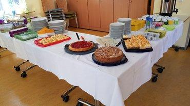leckere Kuchen und Salate